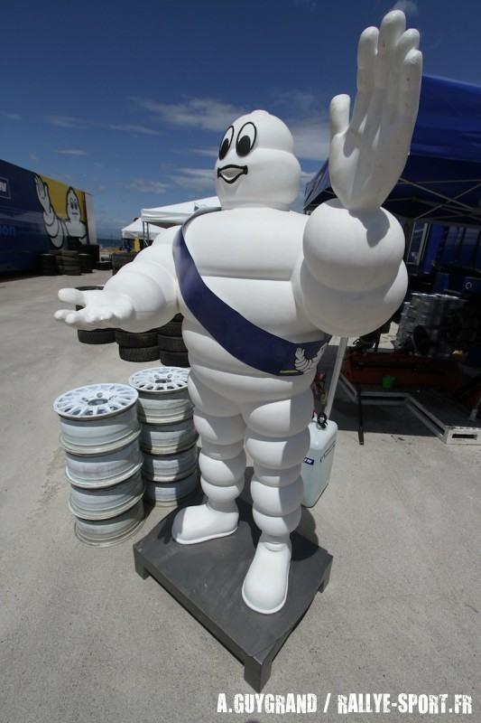 De-nouveaux-pneus-terre-chez-Michelin