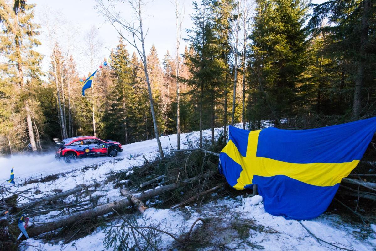 Evans en tête du rallye de Suède, Ogier en retrait
