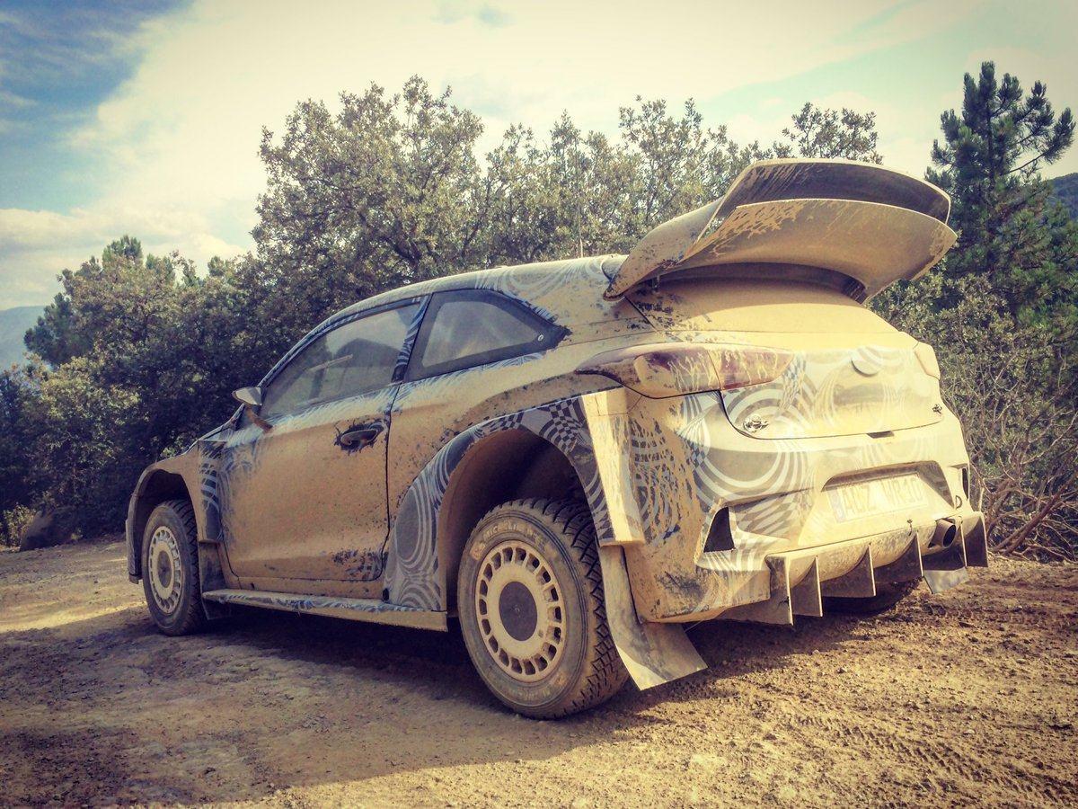 Hyundai-i20-2017-WRC-en-essais-Espagne